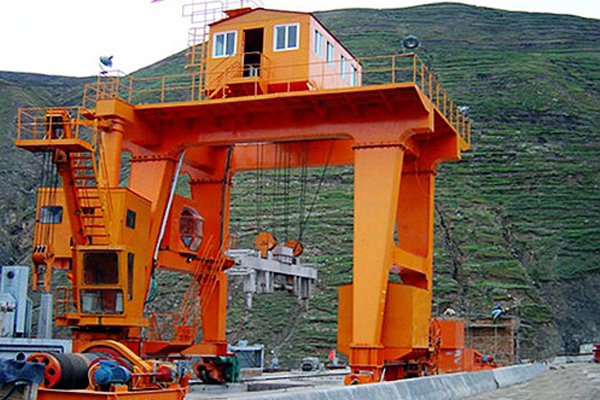 Floodgate-Gantry-Hoist