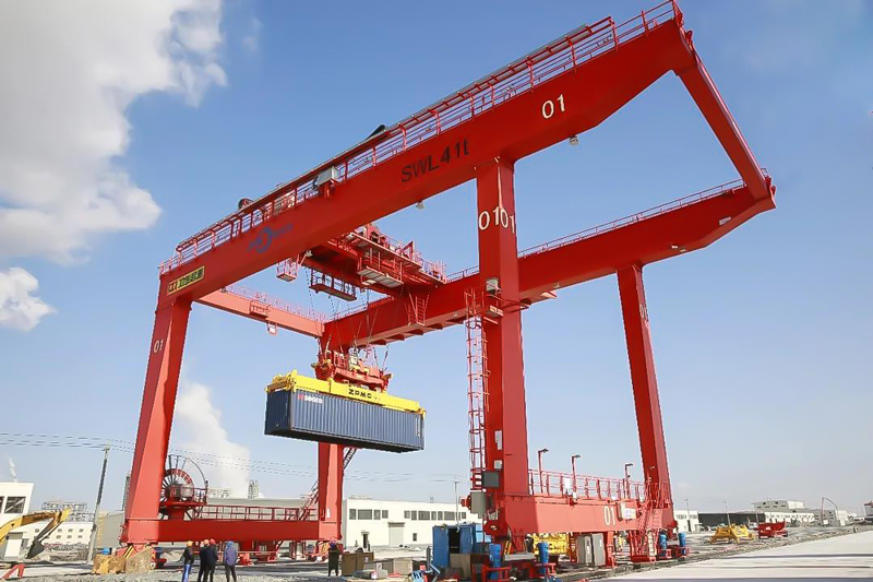 Rail-mounted-container-gantry-crane-for-Petrochemical