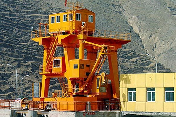 dam-floodgate-gantry-hoist