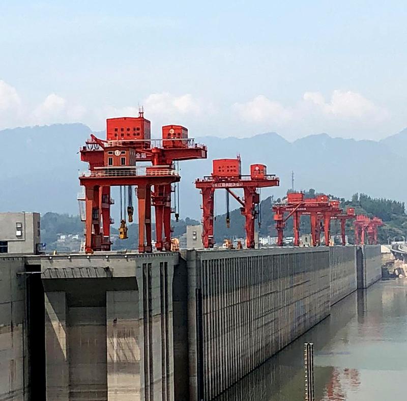 gantry-crane-dam1