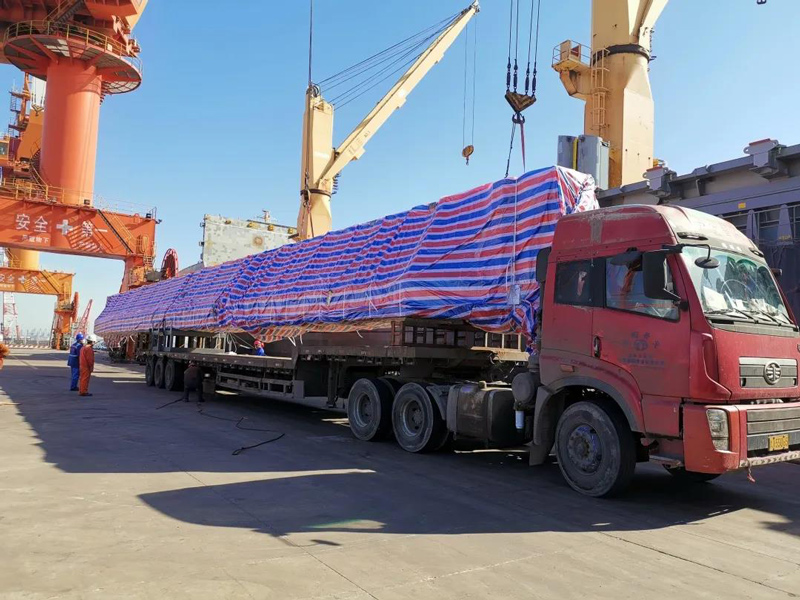 overhead-crane-loading-ship