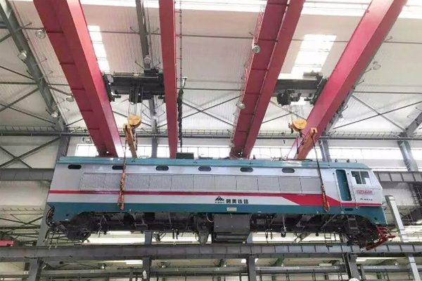 rail-vehicle-maintenance-crane