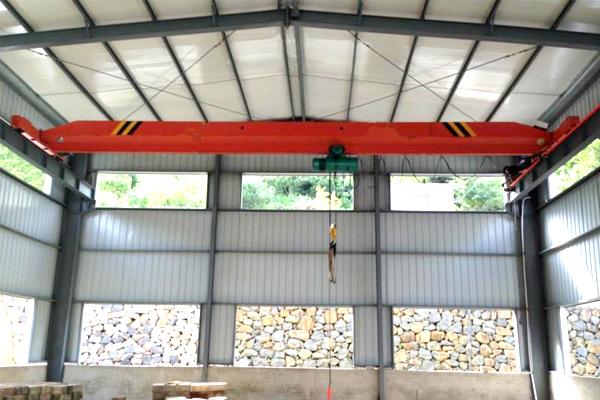 stone-lift-overhead-crane