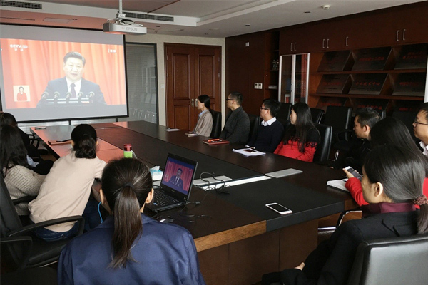 watching-19th-CPC-congress